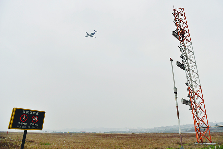 【网络媒体走转改】江北机场导航机务员 筑起空中回家路