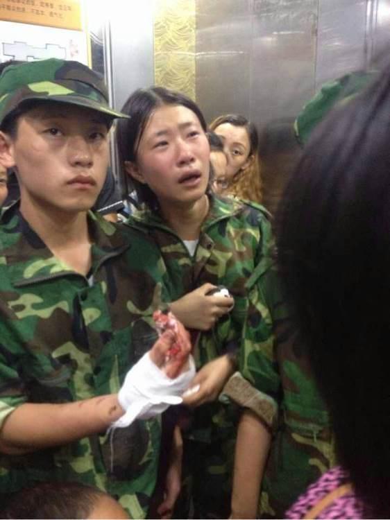湖南一中学军训时教官与师生冲突 多名学生受