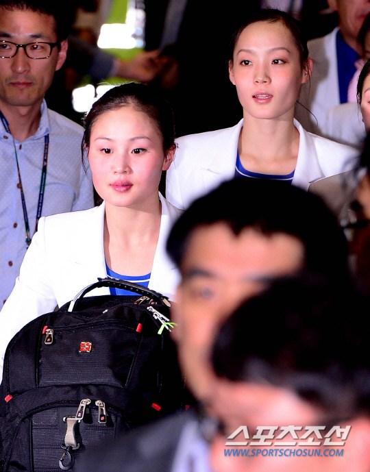 朝鲜花样游泳选手美腿亮眼 新华网重庆频道