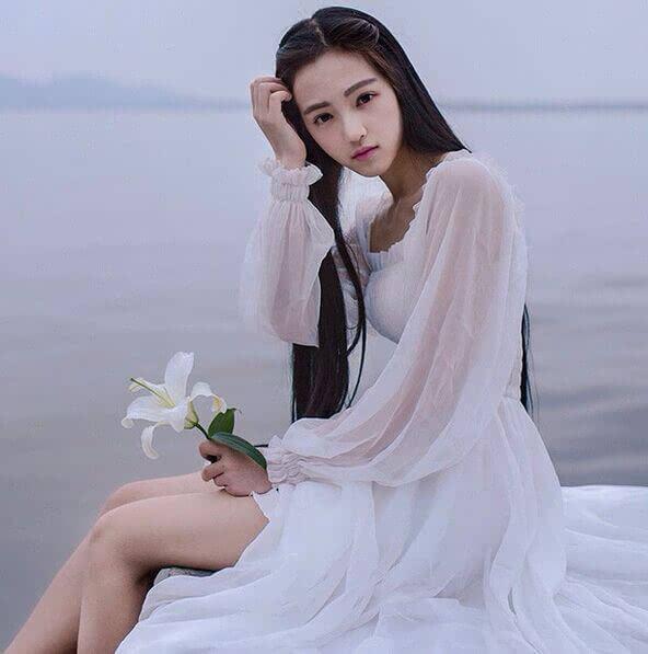 虽然武大樱花女神的穿衣范儿可能不是所有人都