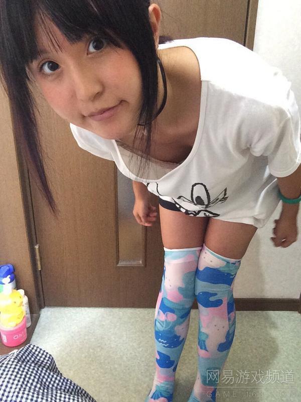 妹子绝对领域自拍 日本人真是太疯狂了 新华
