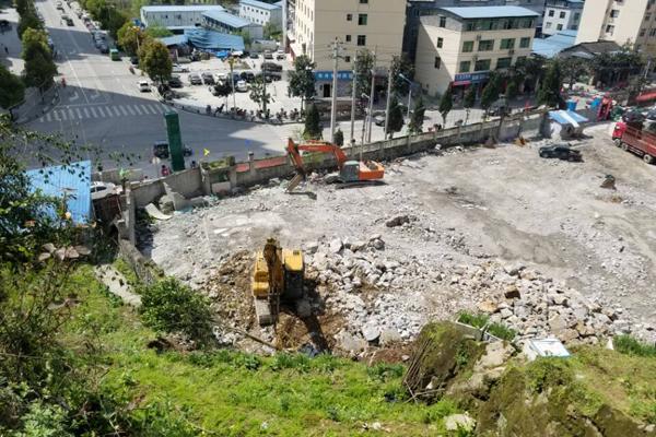 酉阳制药厂片区棚户区改造拆除工作顺利推进