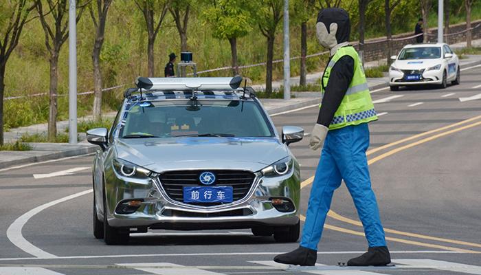 首届i-VISTA自动驾驶汽车挑战赛闭幕