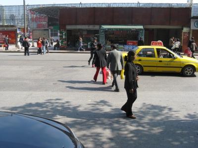 朝天门小食品批发市场上面的道路:横穿马图片