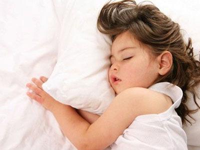 """六成孩子睡眠时长不达标 谁""""偷""""走了孩子睡眠"""