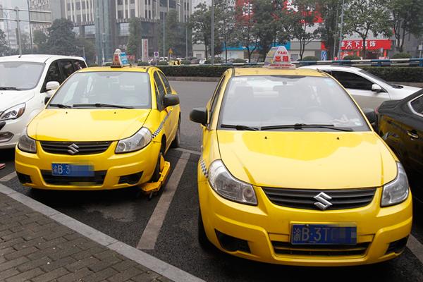 兴发娱乐网页版登录市交通行政执法总队直属支队查获一辆克隆出租车