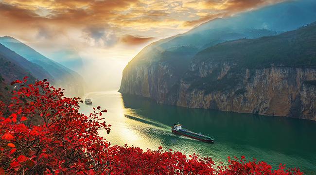 无人机航拍:一江碧水向东流 冬日三峡别样美