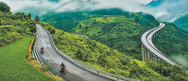 """起底重庆""""最美的乡村公路"""""""