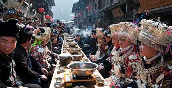 传统苗族特色手工艺品展售暨苗族特色长桌宴