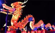 重慶際華園迎新春燈會遊人如織