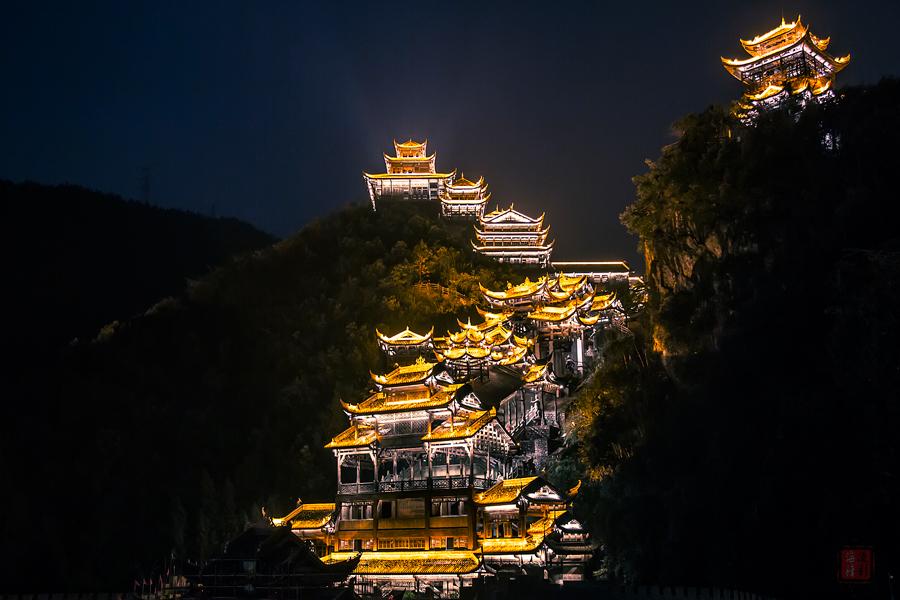 重庆这个地方仿若《千与千寻》奇幻景观(图)