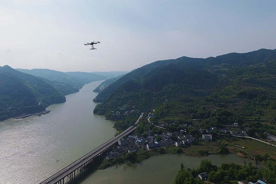無人機助力500千伏引線跨越嘉陵江