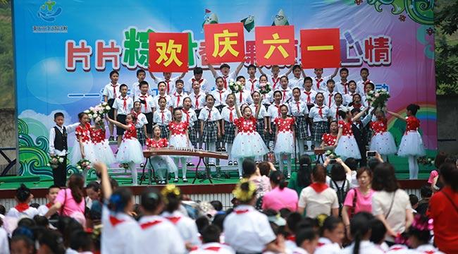 """重庆滨江实验学校小学部载歌载舞庆""""六一"""""""