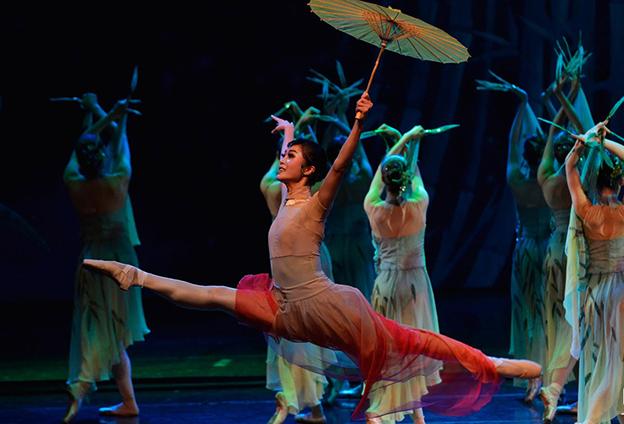 融入川劇戲曲的元素,使唯美的芭蕾舞鮮活起來