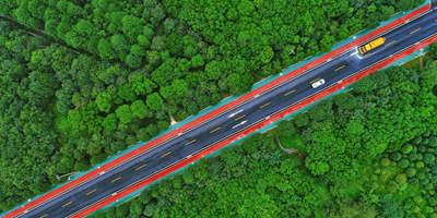 航拍重慶城市公路 青翠植被顯生態