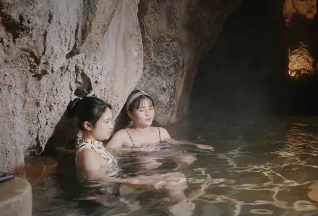 在溫泉中感受冬季的沉寂 是一份別樣的感受