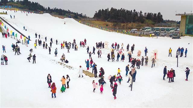 从游乐到专业 重庆雪运动持续升温