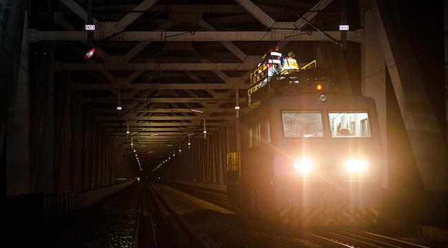 【網絡媒體走轉改】世界最大跨度雙線鐵路斜拉橋午夜時的一體化檢修