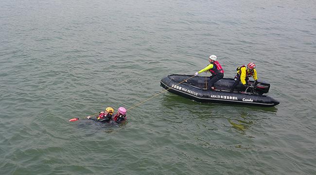 航拍重慶人防青年志願者水上應急救援演練