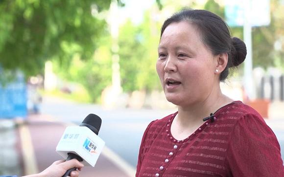 罐壩村村民王忠淑接受新華網採訪