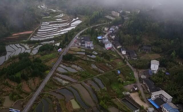 """航拍萬勝壩村民居 探訪重慶""""莼""""美鄉村"""