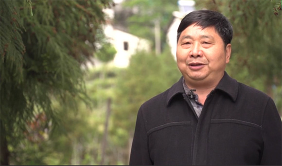 齊聖村村支書熊尚兵介紹鄉村旅遊發展情況