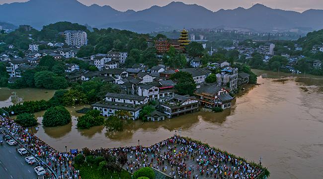 嘉陵江、长江洪峰相继过境重庆