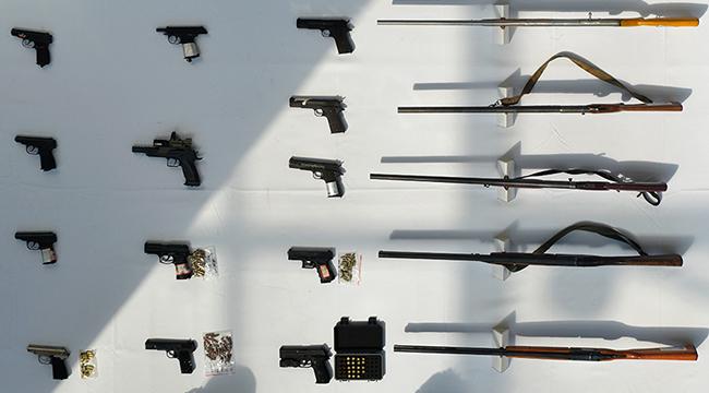 重庆警方破获特大网络制贩枪支弹药团伙案