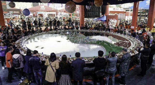 第十届火锅节在重庆开幕 万人火锅宴开烫