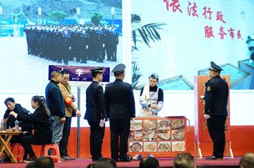 彭水縣城市管理執法支隊模擬違規佔道經營露天燒烤執法現場