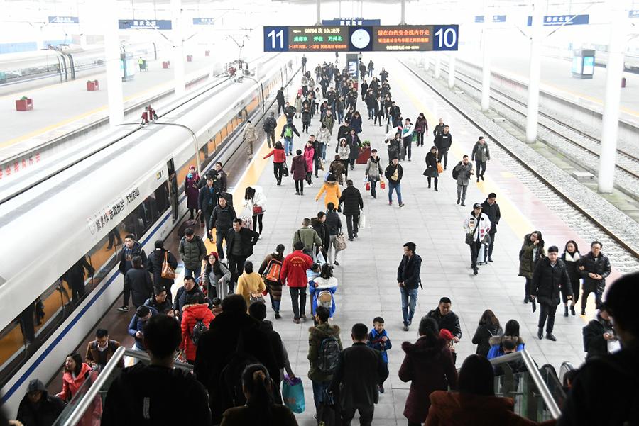 重慶:動車成旅客春運出行首選