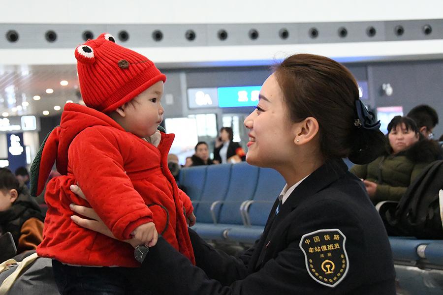 組圖:重慶西站節後日均發送旅客7萬人