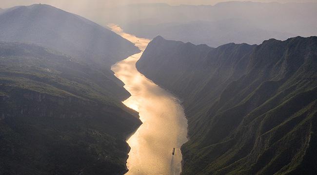 高清航拍:山水交融 三峽之光
