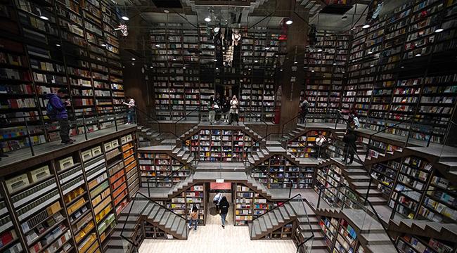 """""""魔幻""""山城最""""魔幻""""書店的正確打開方式"""