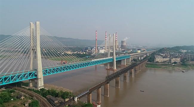 重慶首座長江大橋最後的巡守工