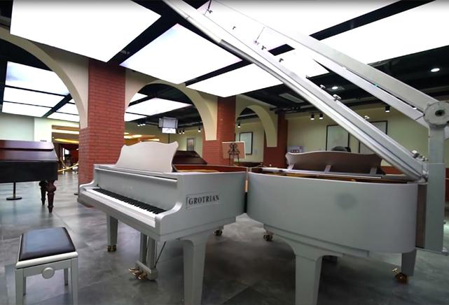 鋼琴博物館館長的自我定位——會彈鋼琴的收藏家
