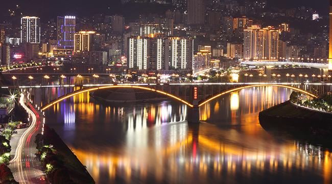 """依山傍水的渝東南小城,開啟""""超級夜景""""模式有多美?"""