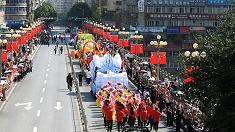 重慶奉節舉行花車巡遊 展現詩城魅力