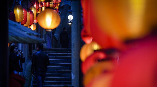 燈籠挂滿山城巷 重慶老街古韻濃