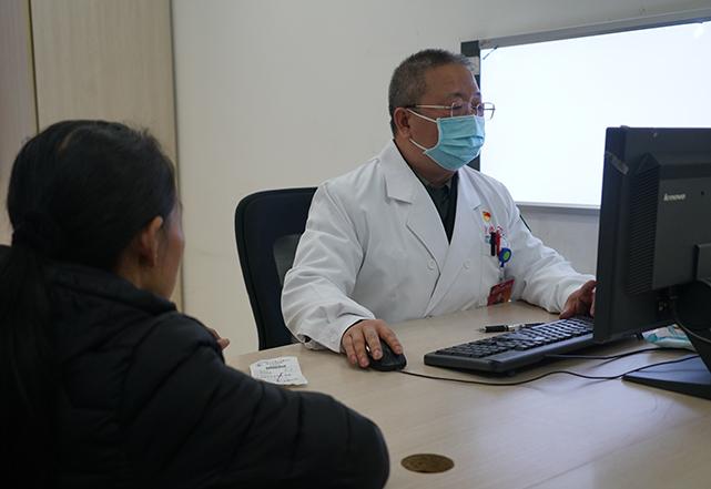 盡量避免到密閉場所 出現呼吸道症狀及時就診