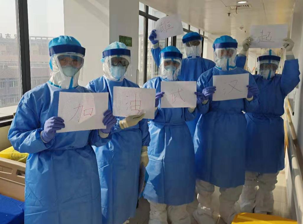 護目鏡起霧後,37個患者的血我們抽了2小時