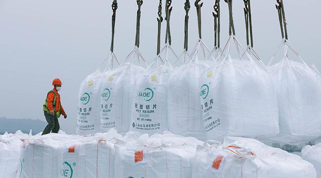 """戰""""疫""""圖志 保障防疫物資原材料供應 重慶東港碼頭火線復工"""