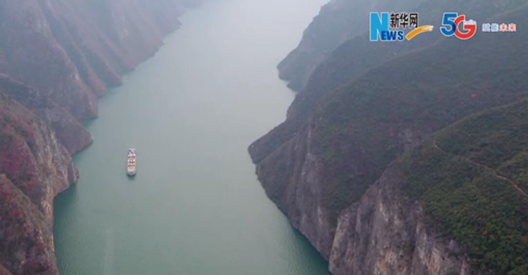 【飛閱高峽平湖】朝辭白帝雲水間