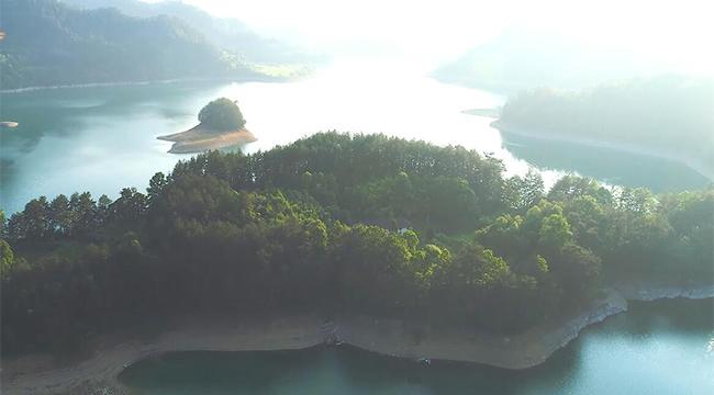 [視頻]重慶小南海水位下降 高山湖泊現地質奇觀