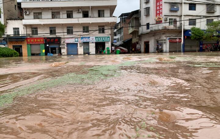 重慶市28個區縣出現暴雨 部分場鎮街道被淹