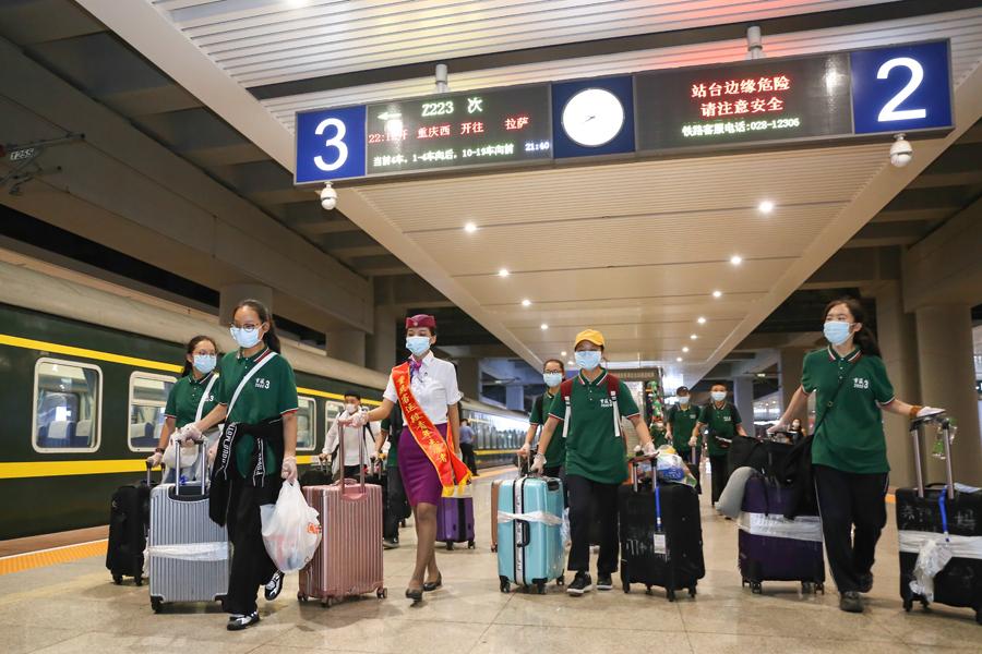 重慶:藏族學子啟程回鄉參加中考