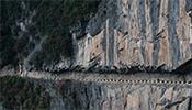 """重慶""""懸崖天路"""" 一側公路 一側懸崖峭壁"""