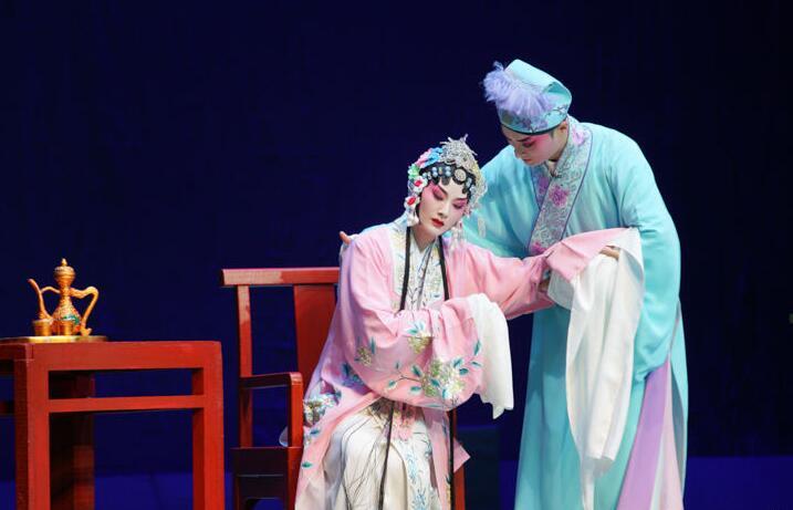 青春版川劇《白蛇傳》在重慶川劇藝術中心上演