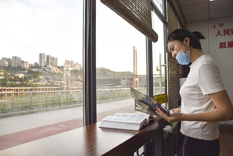 重慶:高溫天裏讀書熱