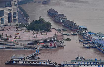 直擊!長江五號洪水洪峰正通過重慶中心城區